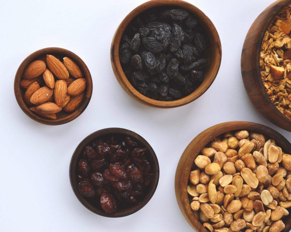 frutos secos con almendras, cacao y cerezas secas