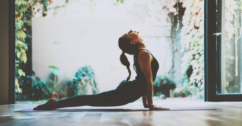 Relájese con el yoga