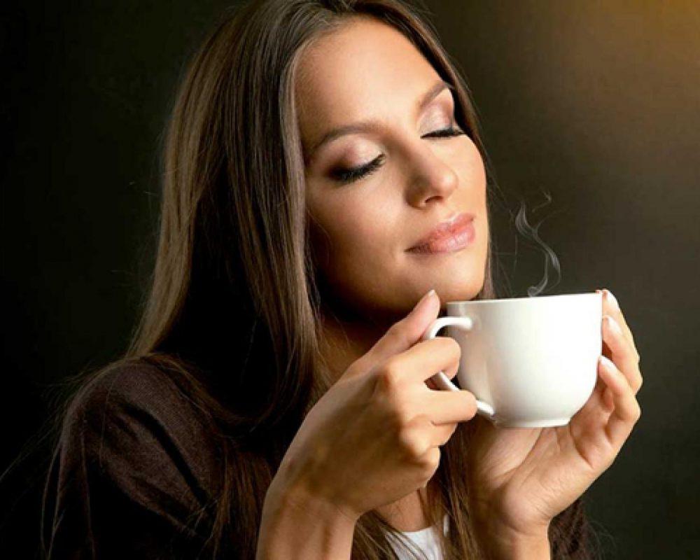 Beba té o café con cafeína