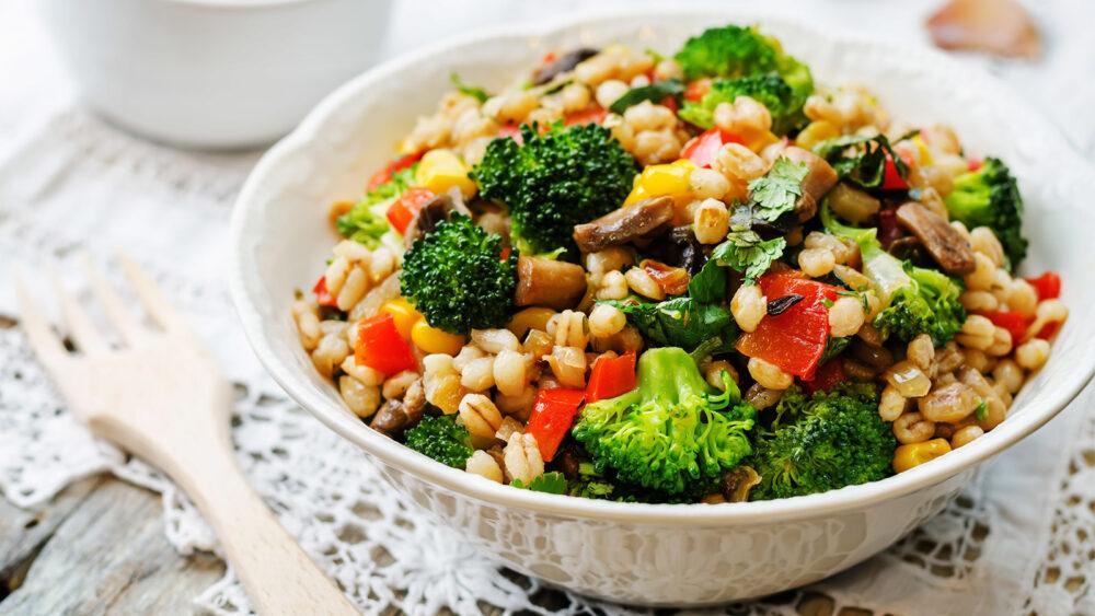 ¿Debe probar una dieta baja en proteínas?