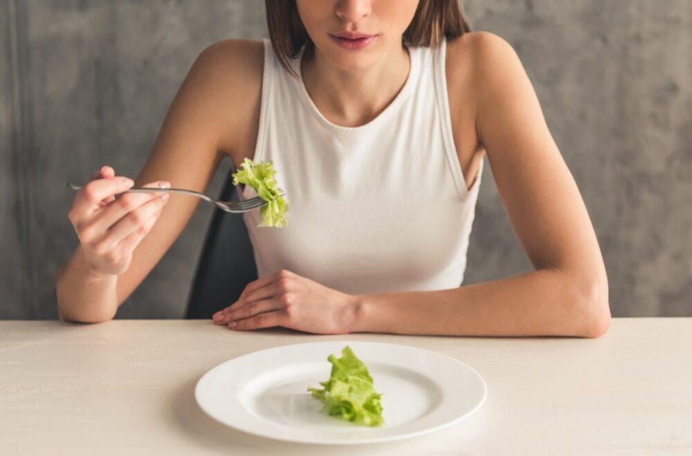 ¿Que causa los trastornos alimentarios?