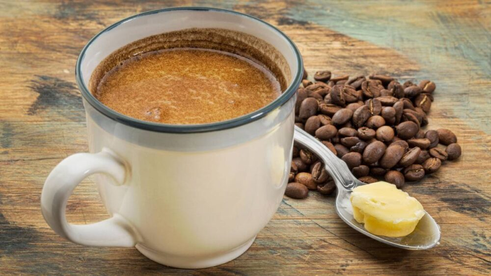 ¿Debería añadir mantequilla a su café?