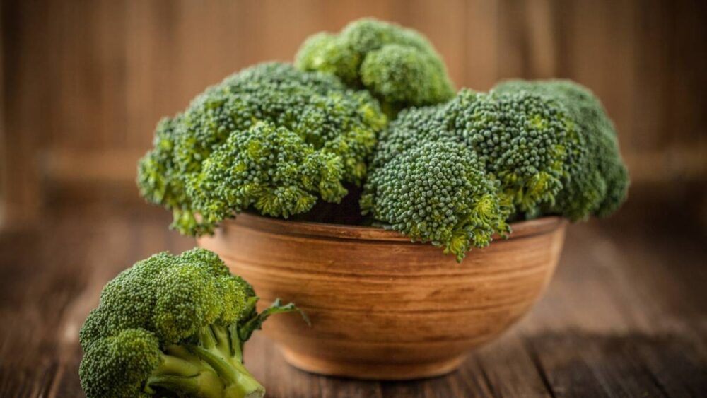 El brocoli Puede apoyar la salud del corazón de varias maneras