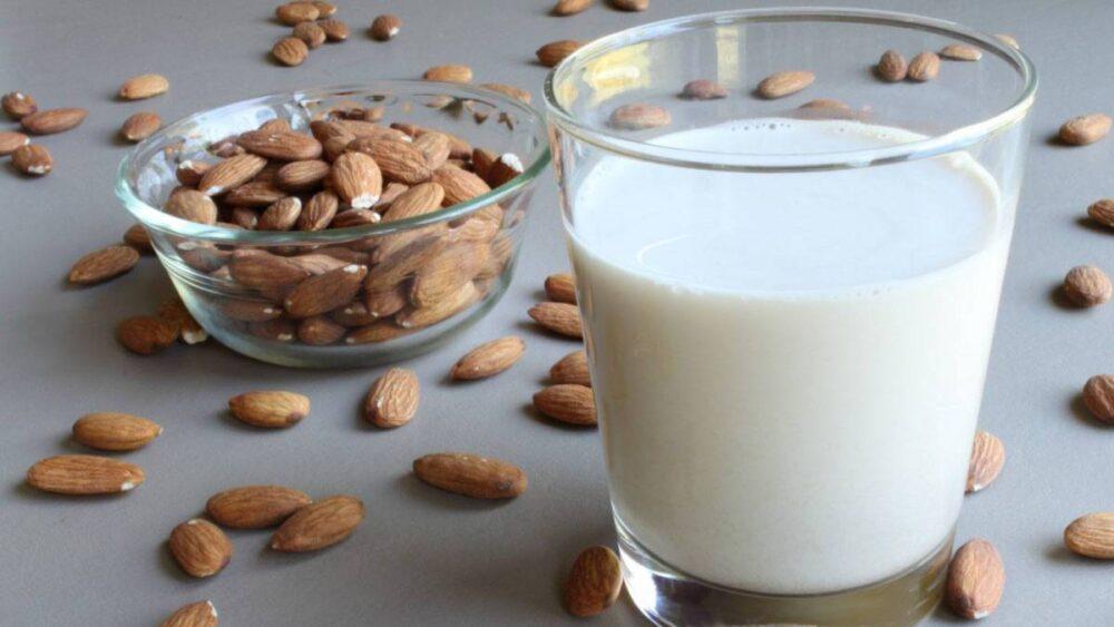 ¿Qué es la leche de almendra, y es buena o mala para ti?
