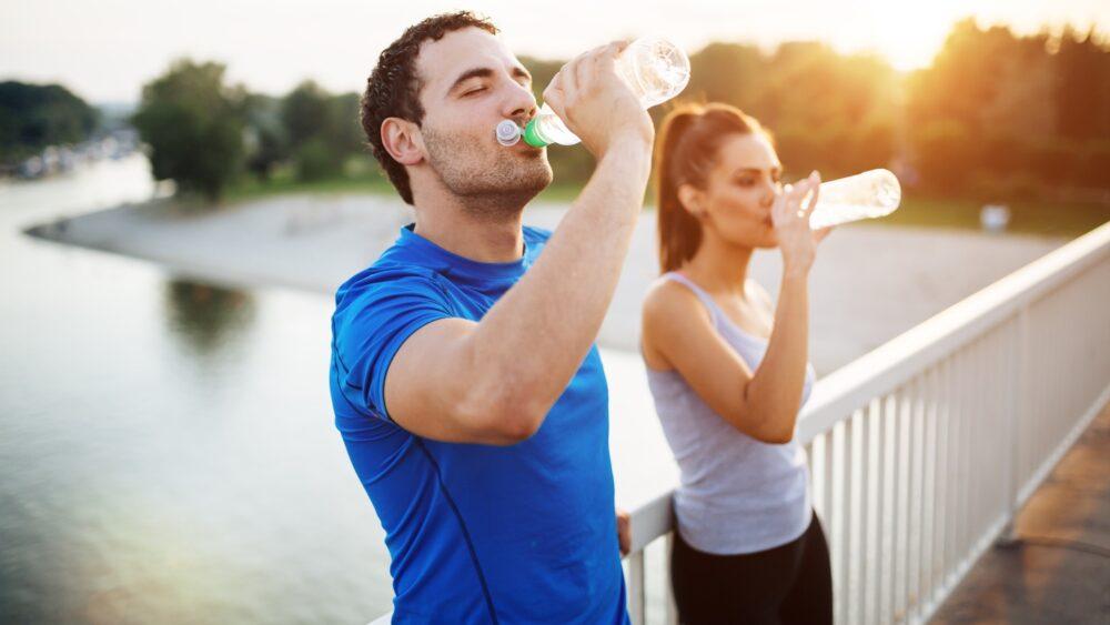 Mantenerse hidratado ayuda aumentar la energía