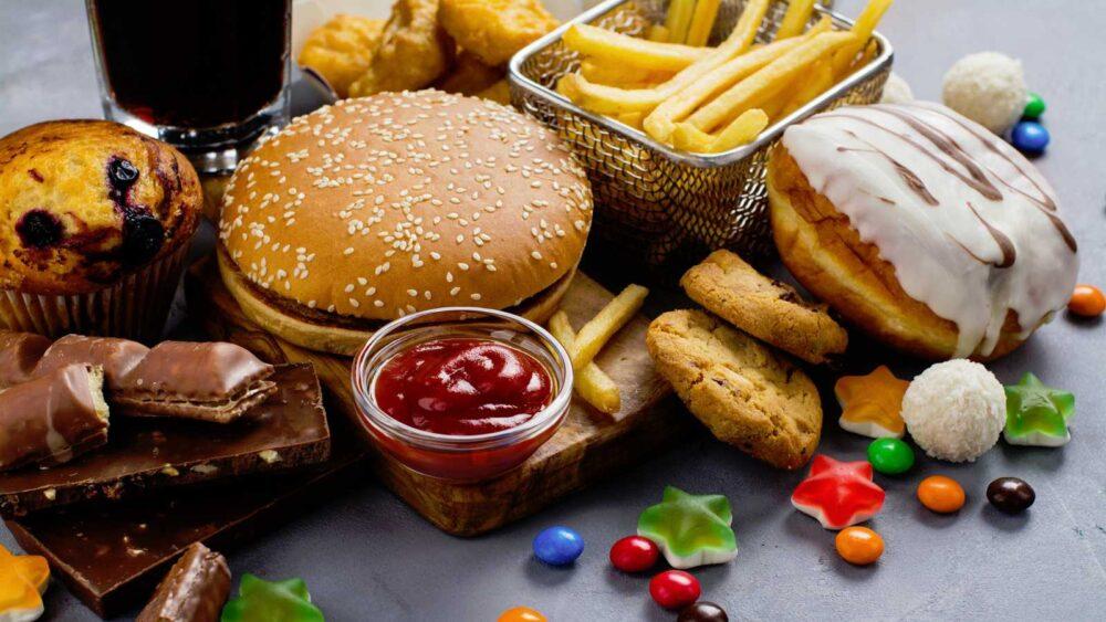 Servir los alimentos en platos rojos ayuda a bajar de peso