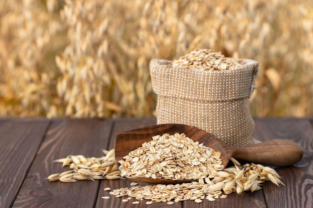 ¿Es saludable comer avena cruda? Nutrición, beneficios y usos