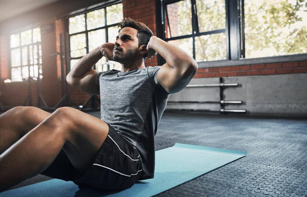 ¿Los ejercicios de abdominales le ayudan a quemar la grasa del vientre?