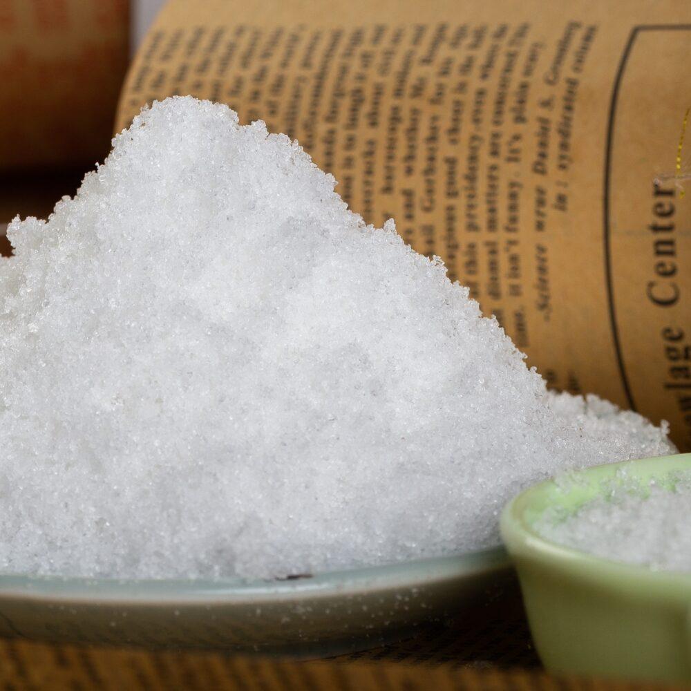 ¿Por qué se añade fosfato trisódico a los alimentos?