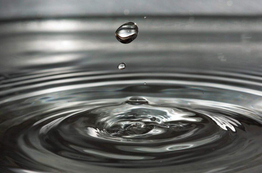 Agua purificada vs. destilada vs. agua normal: ¿Cuál es la diferencia?