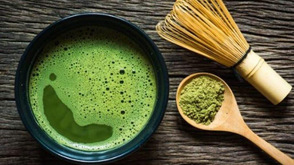 Beber té verde puede ayudar a mejorar varios factores de riesgos