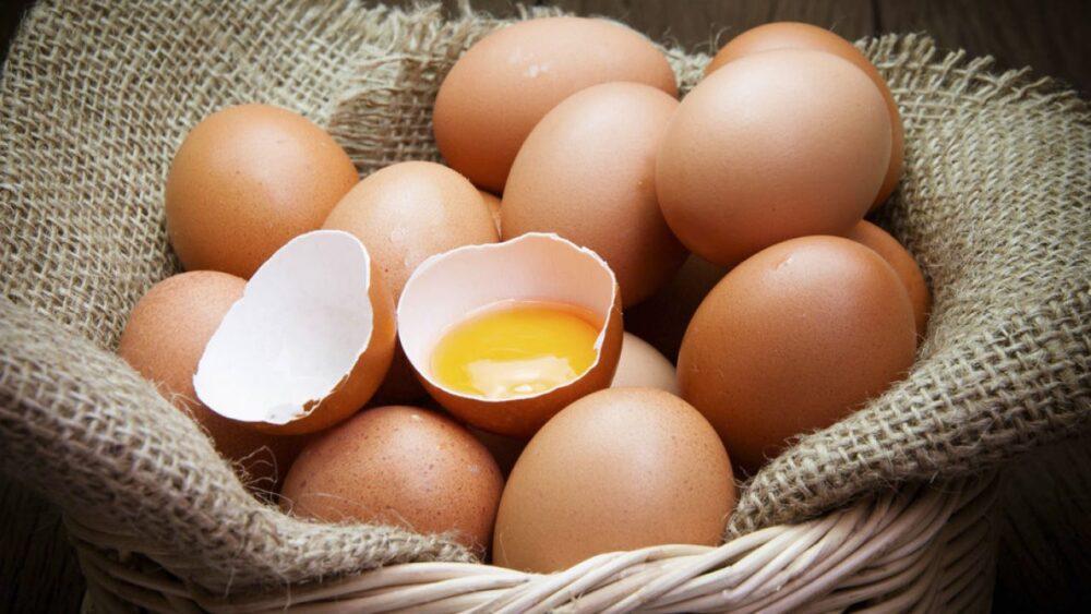 Como usar huevos viejos
