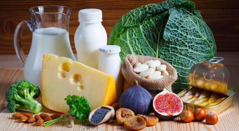 Consuma alimentos con alto contenido de calcio durante todo el día