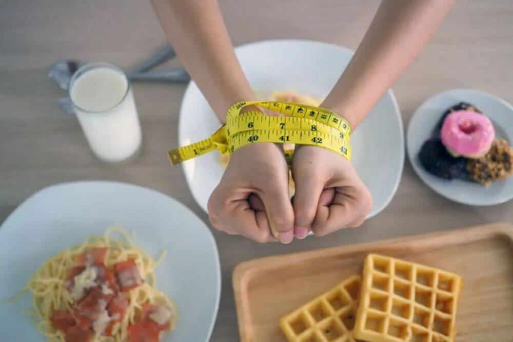 El aumento de peso lleva al hígado graso con la dieta yo-yo