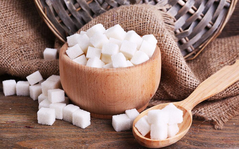 El azúcar atrae a las bacterias malas y baja el pH de su boca