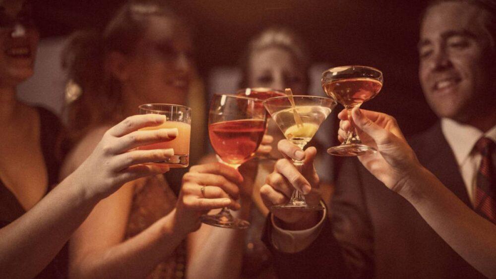 El consumo excesivo de alcohol aumenta el riesgo de varias enfermedades y está relacionado con el exceso de grasa en la barriga.
