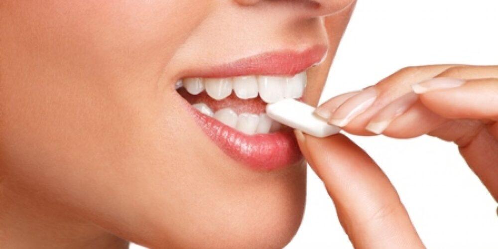 El masticar chicle ha sido relacionado con los dolores de cabeza
