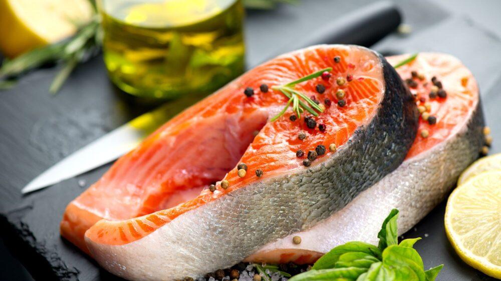 El pescado crudo puede contener mayores cantidades de contaminantes