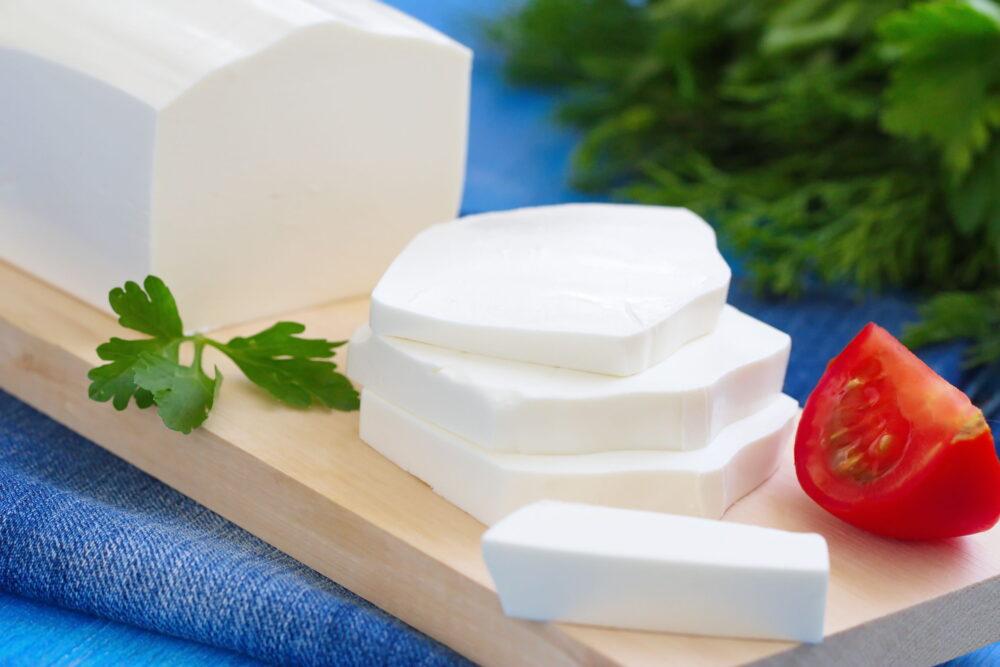 El queso feta Contiene ácidos grasos benéficos