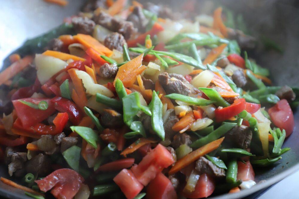 Incluya vegetales en las comidas y cómalos primero