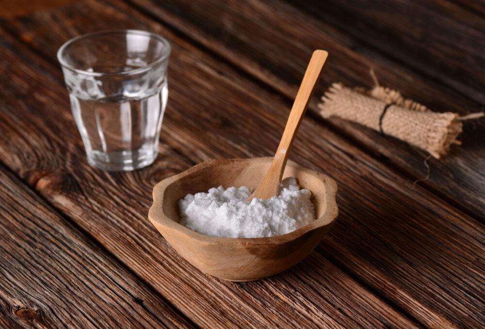 La crema de tártaro es un subproducto de la producción de vino, es un ácido comúnmente usado en el horneado como agente leudante.