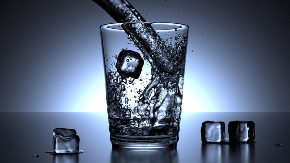 La ingesta muy baja y muy alta de flúor a través del agua potable puede aumentar el riesgo de fracturas óseas