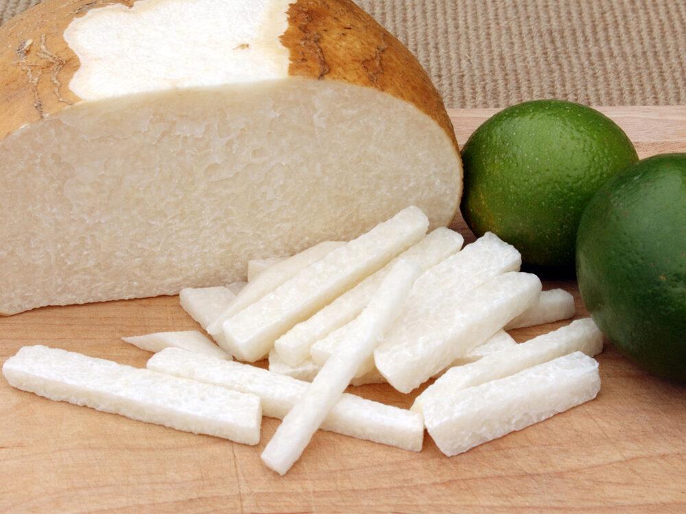 La jícama contiene altas cantidades de fibra dietética y agua