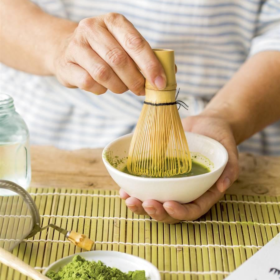 La matcha contiene aproximadamente tres veces más antioxidantes que el té verde normal de alta calidad.