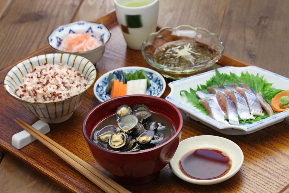 Las algas marinas, la soja, las frutas y las verduras son naturalmente ricas en fibra, un nutriente que ayuda a la digestión