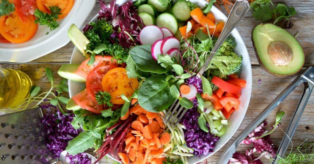 Las investigaciones han demostrado que una dieta de baja densidad calórica puede ser un gran método para perder peso y mejorar sus hábitos alimenticios en general.