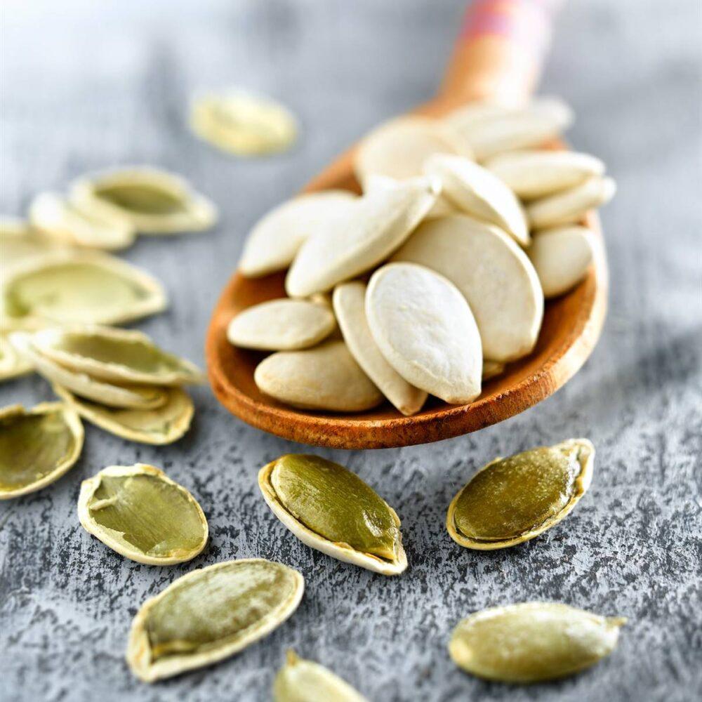 Las semillas de calabaza pueden reducir los síntomas del agrandamiento benigno de la próstata y de la vejiga hiperactiva.