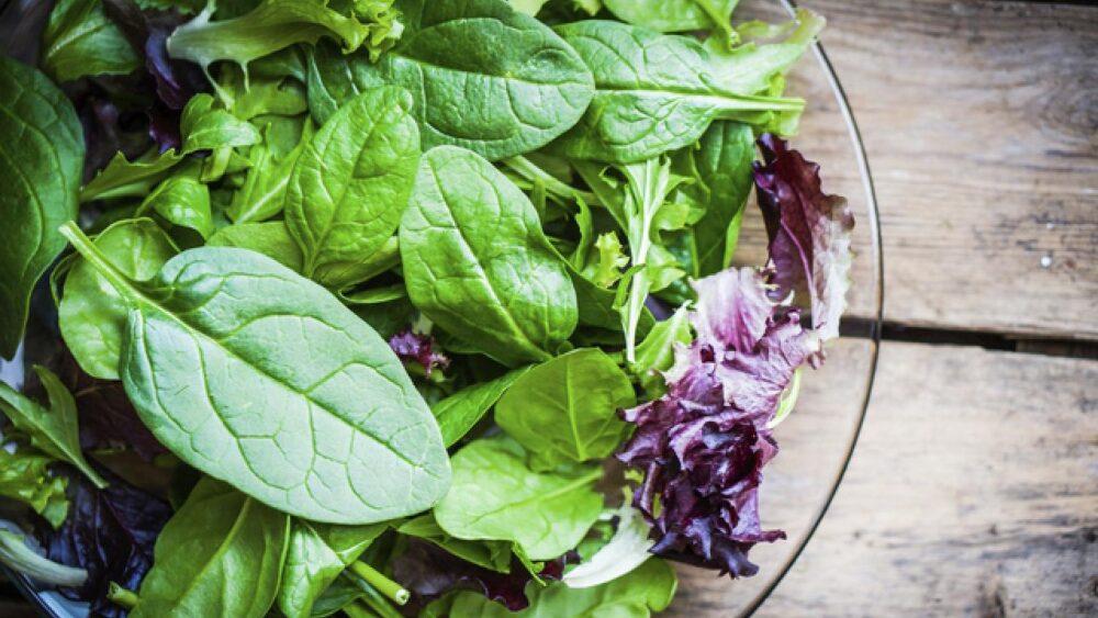 Las verduras de hoja contienen folato