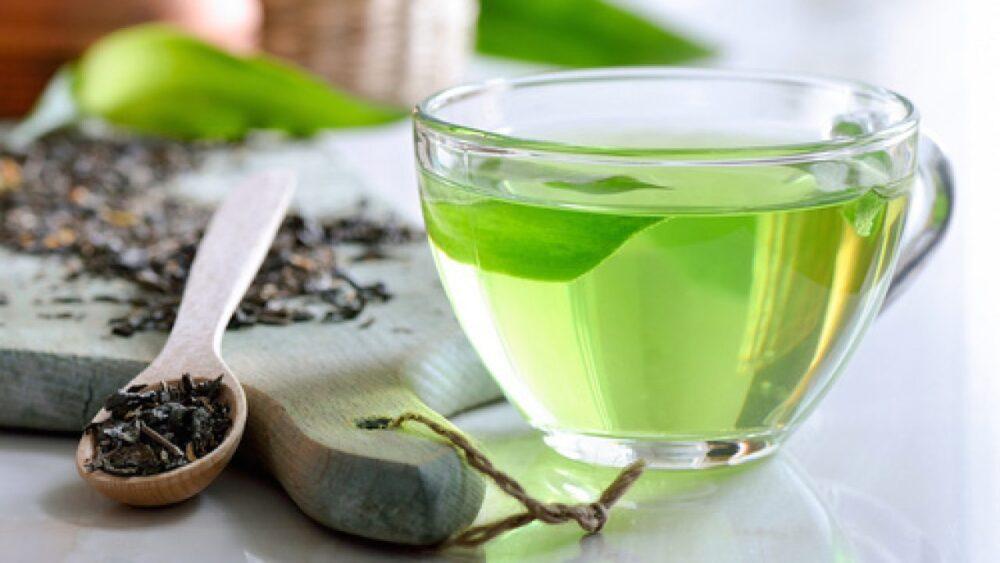 Los antioxidantes del extracto de té verde pueden disminuir la inflamación y ayudar a reducir la presión arterial.