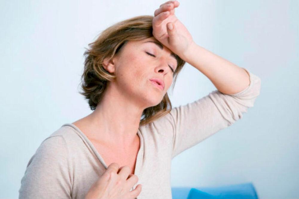 Los cambios hormonales en la menopausia resultan en un cambio en el almacenamiento de grasa de las caderas y los muslos