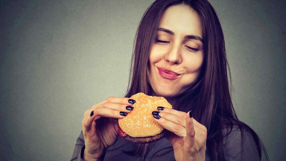 Masticar bien los alimentos ayuda a la digestión