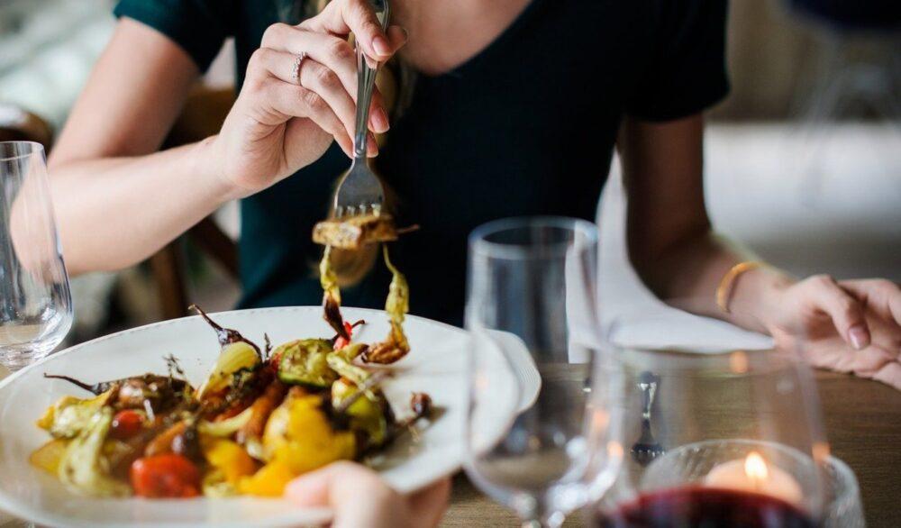 10 formas inteligentes de dejar de comer tarde en la noche