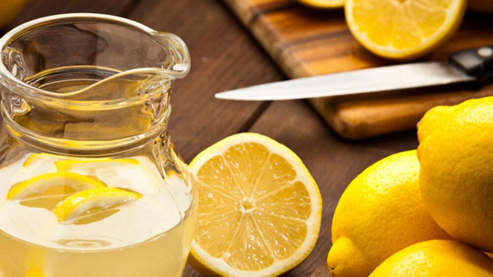 ¿El agua de limón le ayuda a perder peso?