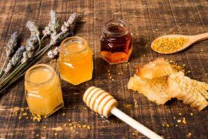 Todo sobre la miel cruda: ¿En qué se diferencia de la miel normal?